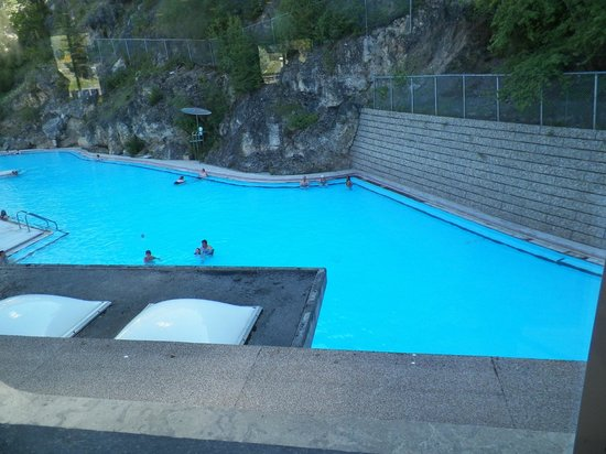 Radium Hot Springs: the inside hot pool where we did our swim