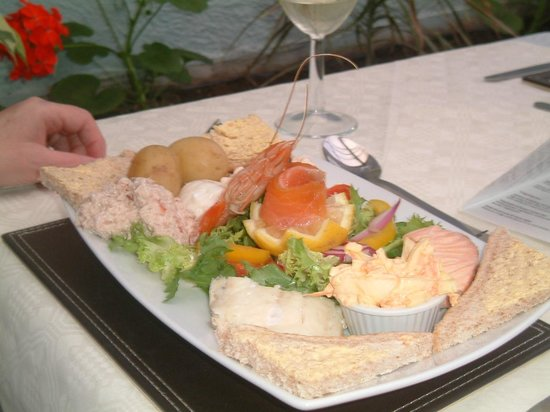 The Cottage Inn: Small local fish platter