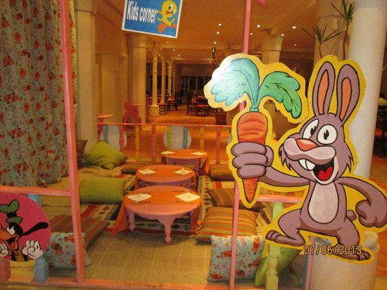 Poinciana Sharm Resort & Apartments: Even had a childrens' dining area.