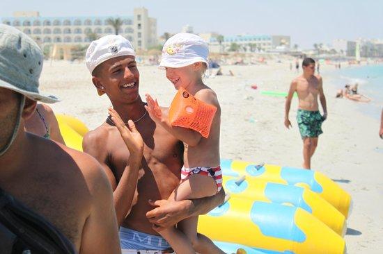 Topkapi Beach Mahdia: вот пример как они любят детей )
