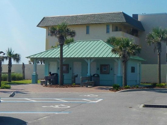 Al Weeks Sr. North Shore Park : Restrooms