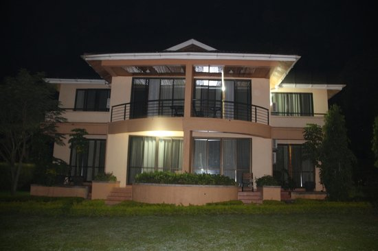 Fort Motel : Teil des Hotels bei Nacht