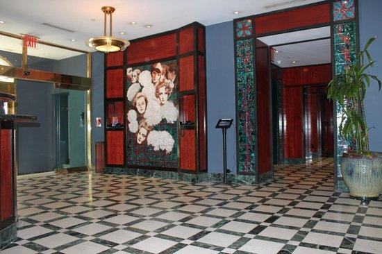 Washington Square Hotel: Hotel Lobby