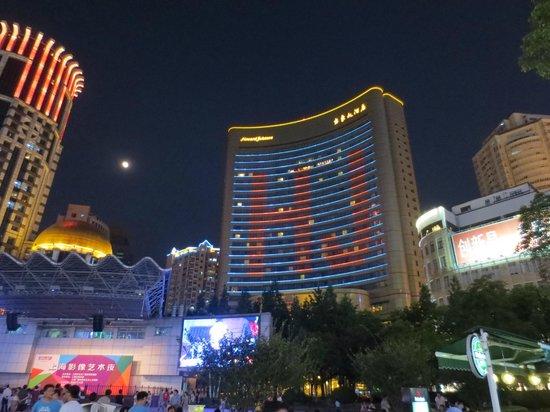 hotel at night picture of guxiang hotel shanghai shanghai rh tripadvisor co za howard johnson plaza shanghai nanjing road howard johnson plaza shanghai booking