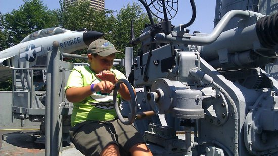 Buffalo & Erie County Naval and Military Park: My son, firing the big guns ...sort of !
