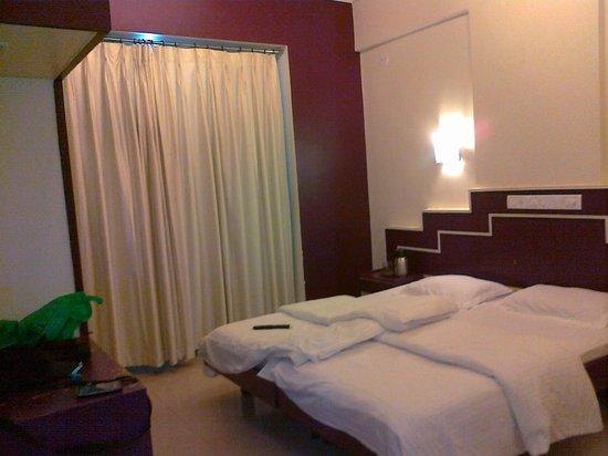 Hotel Satyaheera : Bed room