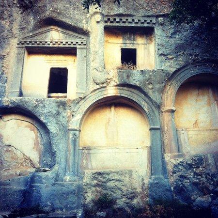 Termessos : Wall tombs