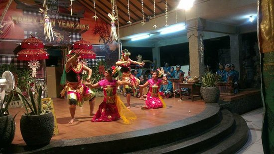 Fantastic cultural entertainment by the staff of Adi Dharma Hotel