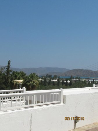 Elounda Breeze Resort: вид из бассейна