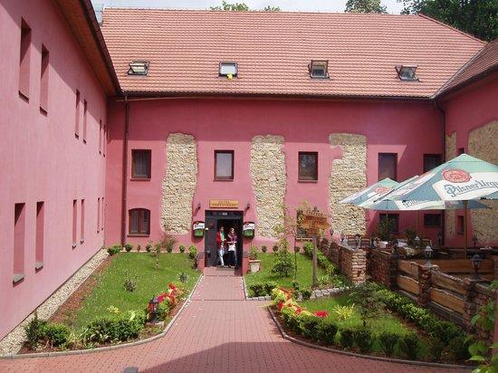Hotel Stary Pivovar: Вход в отель