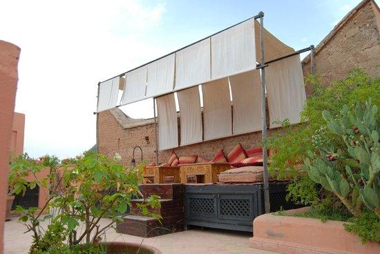 Riad Al Rimal: Zona de relax en la terraza