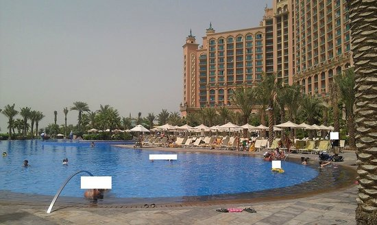 Atlantis, The Palm: main pool in front