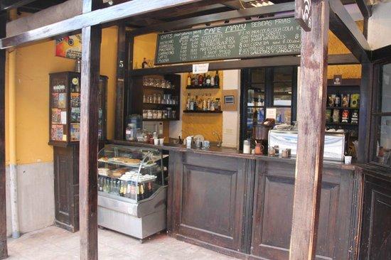 Cafe Mayu: Straight at the Ollantaytambo station