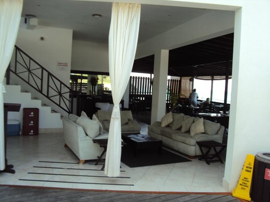 Silver Point Hotel: sea view dining area