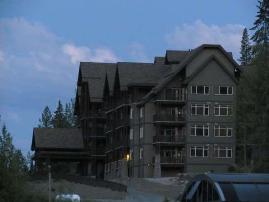 Palliser Lodge - Bellstar Hotels & Resorts : Palliser Lodge Building