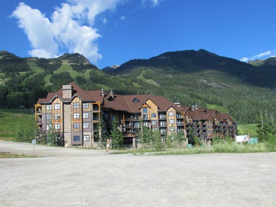 Palliser Lodge: Mountaineer Lodge Building