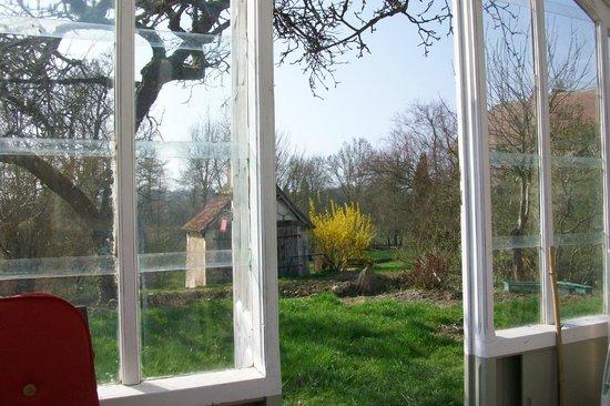 Moulin de la Croix: Vue sur le jardin