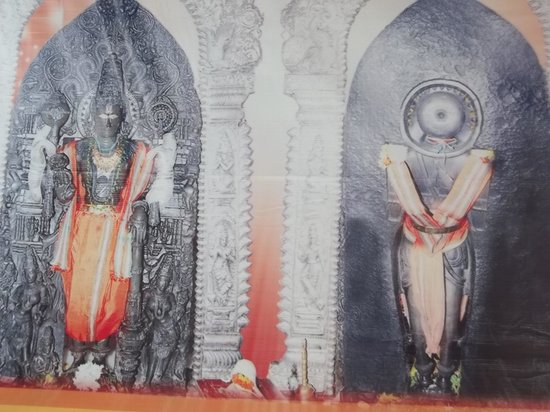 Andhra Pradesh, Índia: both sides of the idol