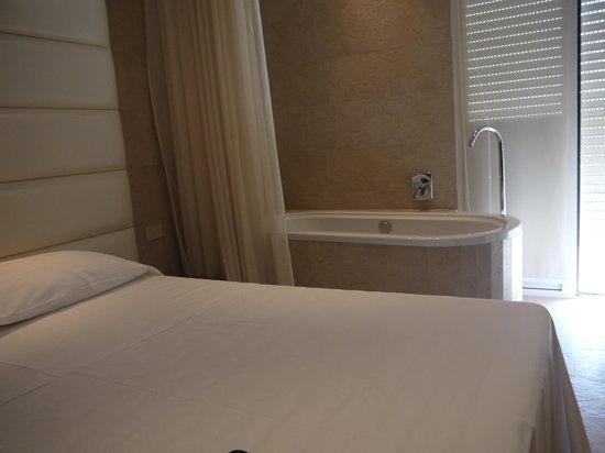 Ambienthotels Panoramic: chambre avec baignoire