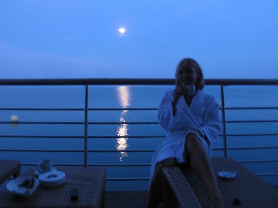 Hotel Palafitte : Lever de lune sur la terrasse....