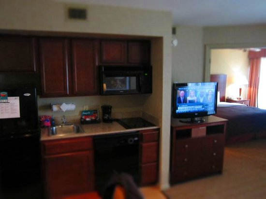 Homewood Suites Dayton-Fairborn (Wright Patterson): Flat screen TV - clear picture and plenty of channels