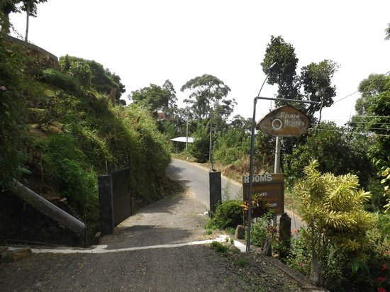 Ravana Heights: Front driveway down to main road
