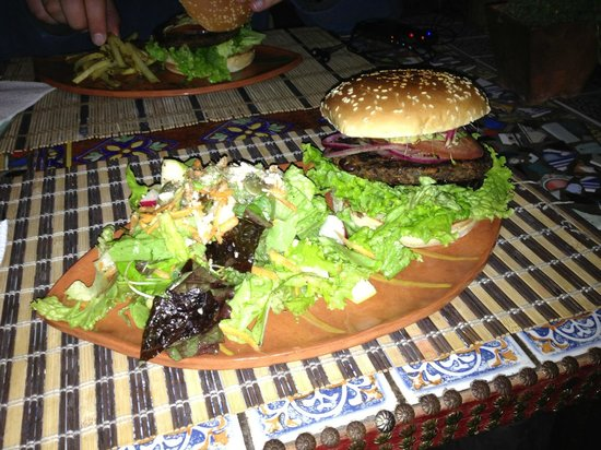 Sativa Studio Cafe: Veggie Burger with Salad