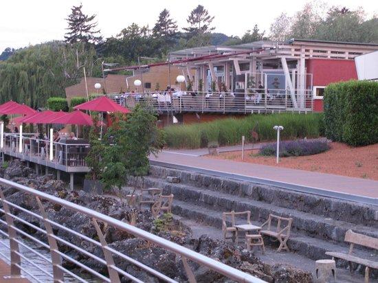Hotel Palafitte : vue sur la terrasse du restaurant et du bar extérieur