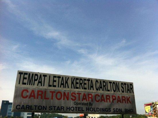 Carlton Star Hotel : Carpark