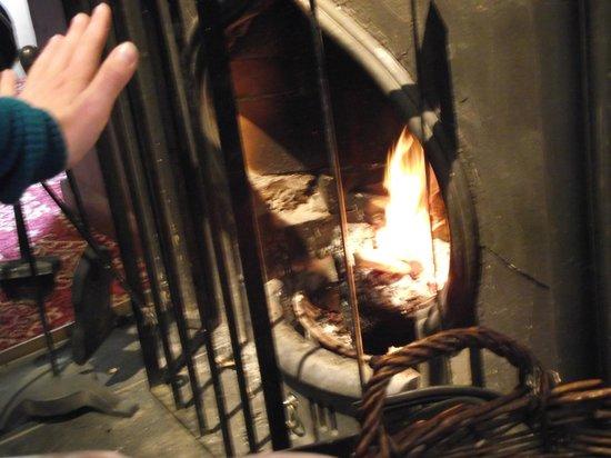 Hawes Inn Restaurant: fire