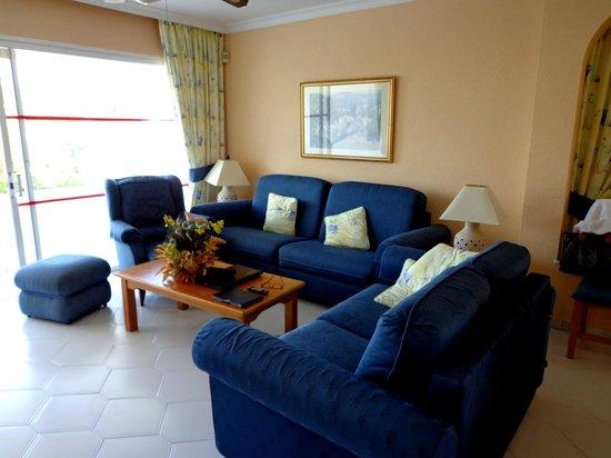 Miraflores Beach & Country Club: Living Room