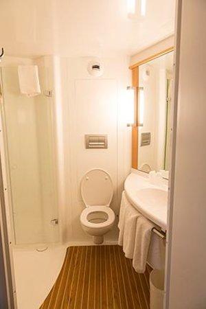 Ibis Brighton City Centre Station Bathroom Pod