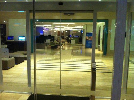 Novotel Santiago Vitacura: Hall de entrada.