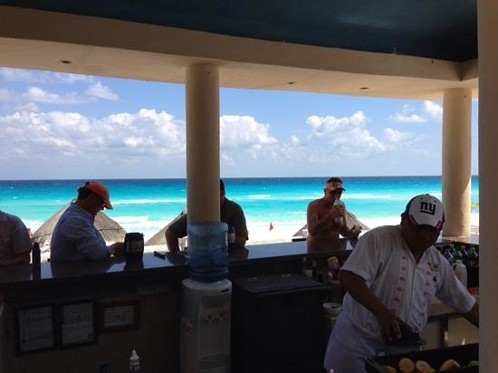 Golden Parnassus All Inclusive Resort & Spa Cancun: View from Tiki Bar