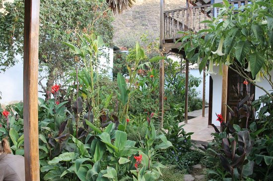 El Albergue Ollantaytambo : Garden with rooms in separate buildings