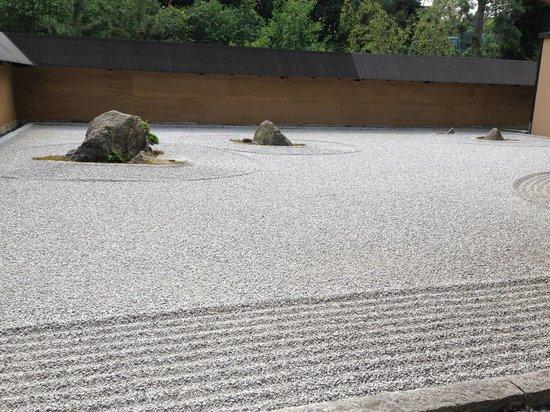 Zen-Garten neben dem Teehaus - Bild von Japanese Bonsai Garden (Japanischer Bonsaigarten), Ferch ...
