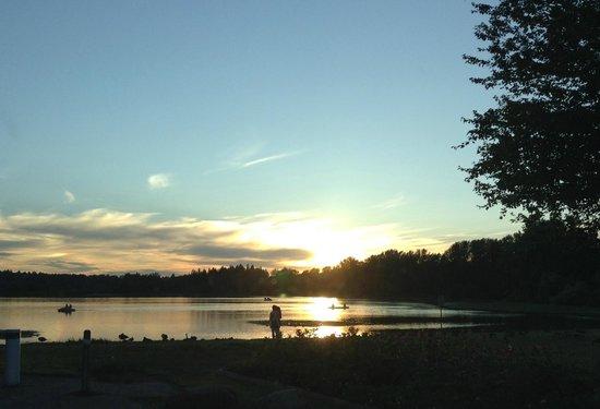 Burnaby Mountain Park: Deer Lake sunset