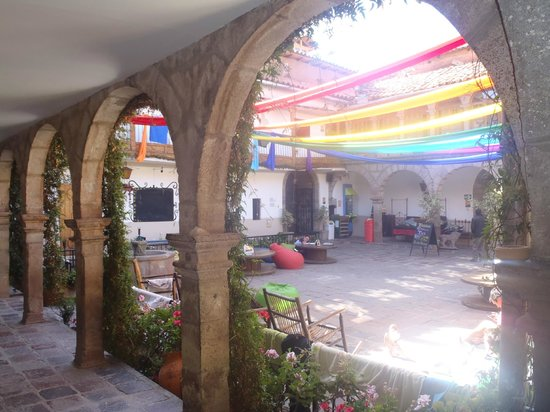 Pariwana Hostel: outside area