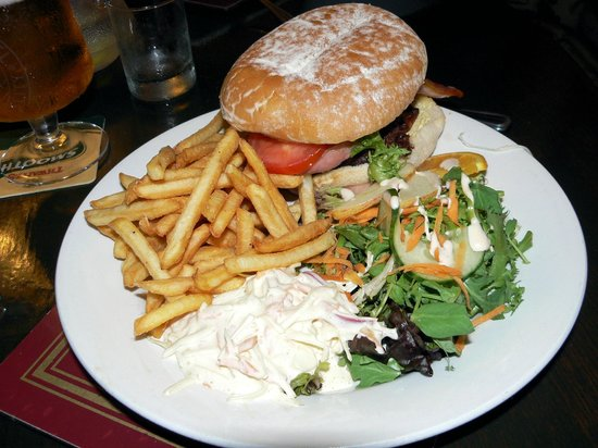 Rusland Pool Restaurant & Bar: Mega burger.