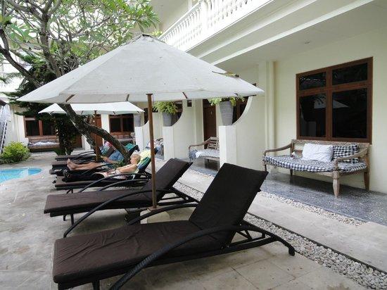 Wida Hotel : poolside room