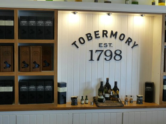 Tobermory Distillery: small shop