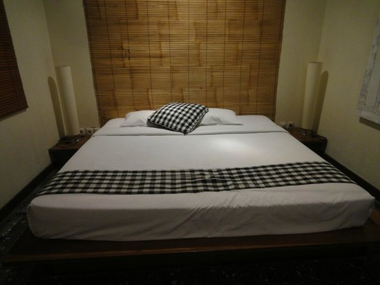 Wida Hotel: Big bed