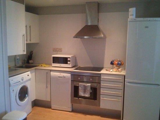 Amister Apartments Barcelona : cucina