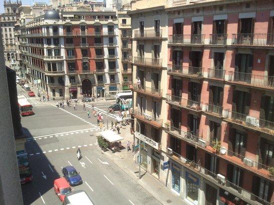 Amister Apartments Barcelona: la strada di sotto