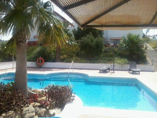 Hotel Sindhura: Piscina
