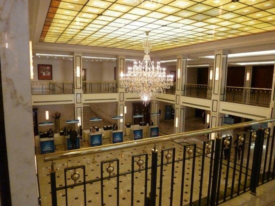 Maritim Hotel Berlin : view down on atrium
