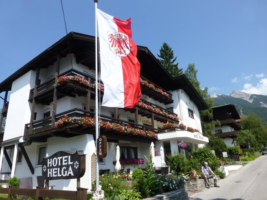 Hotel Helga: Hotel frontage