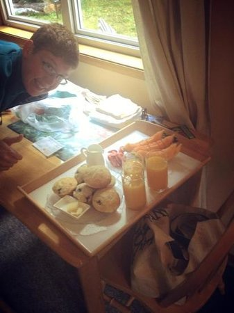 Hummingbird Bed & Breakfast : Delicious continental breakfast included!