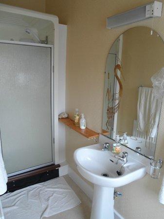 Atherstone Guest House: il bagno privato