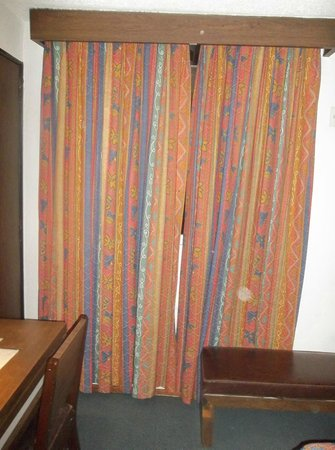 Corinto Hotel: drapery - 80's